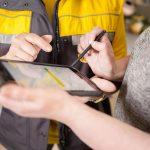 Mobilūs laiškininkai kaimo gyventojams dalins namų adresų lipdukus